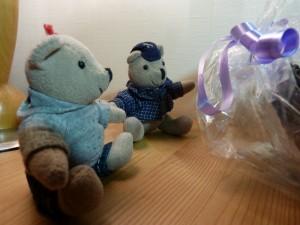 98-01-les-petizours-face-au-cadeau