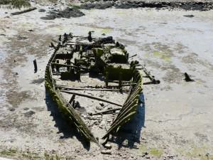 107-1 63 Un bateau tout cassé